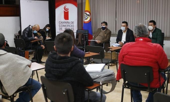 Gobernador busca alternativas para mitigar crisis económica del sector papero en Nariño