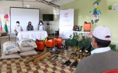 Gobernación de Nariño entrega insumos y equipos para la reactivación de emprendimientos de adultos mayores.