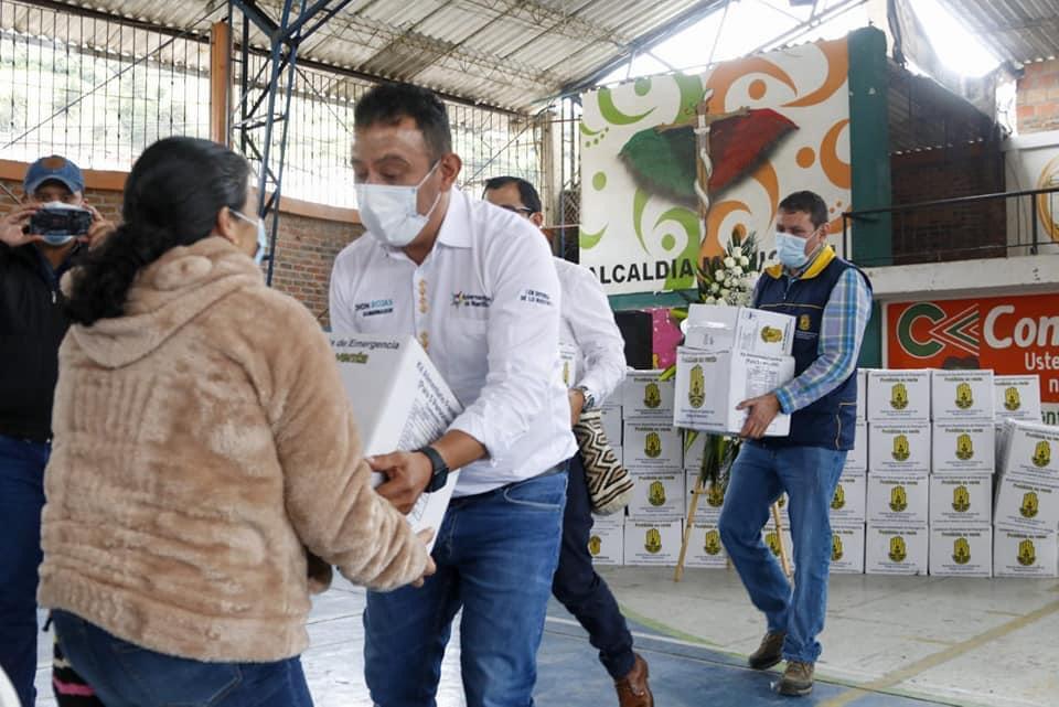 La Dirección Administrativa de Gestión del Riesgo de Desastres de Nariño -DAGRD entregó ayuda humanitaria de emergencia a familias afectadas por las lluvias en los municipios de: San Lorenzo, Arboleda, Buesaco, La Cruz, en el norte de Nariño y en el sur en el Municipio de Yacuanquer.