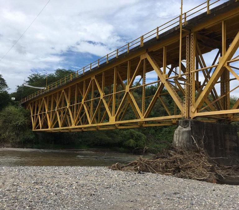 La reparación de este puente que comunica al Departamento de Nariño con el centro y norte del país, tuvo una inversión de $600 millones aproximadamente